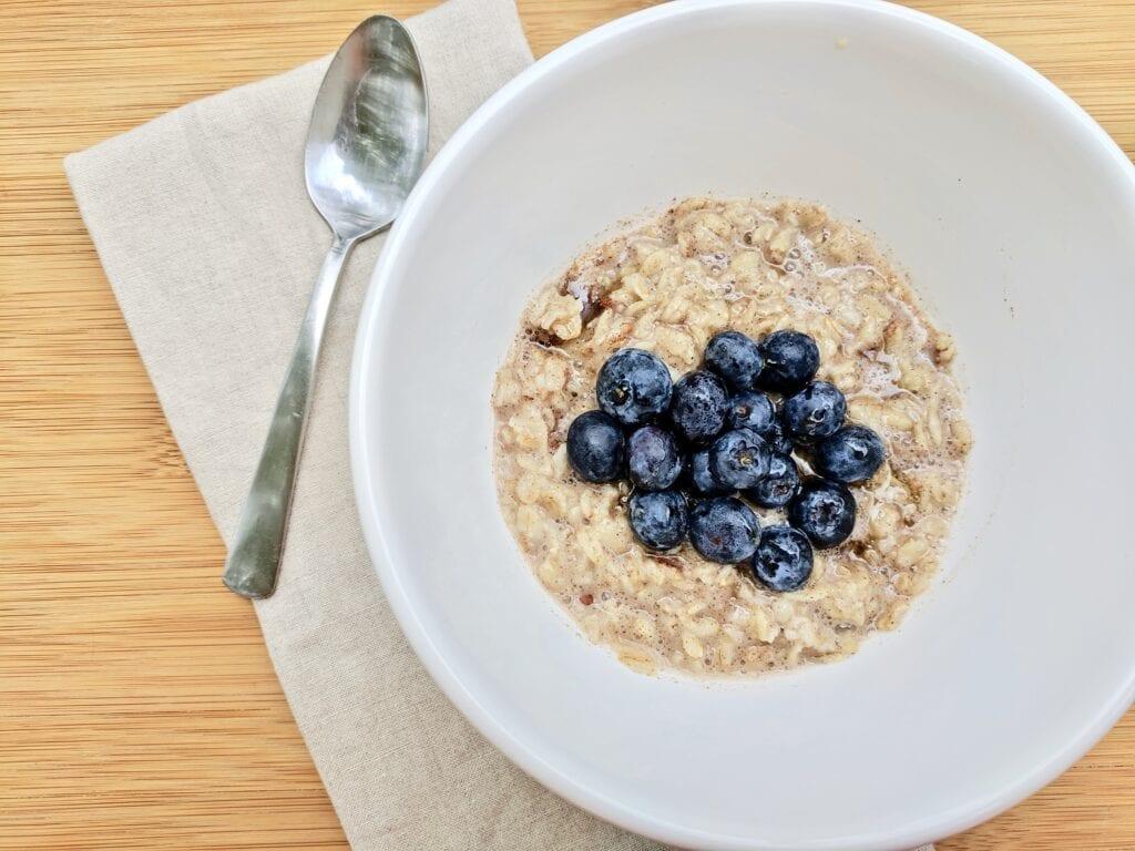 healthy-oatmeal-breakfast-bowl