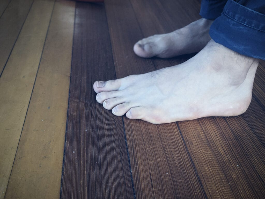 Side of the barefoot running